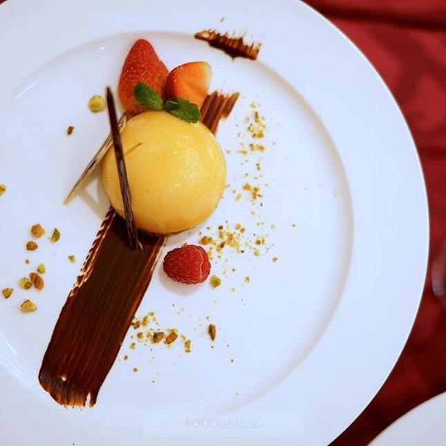 It seems incomplete without a beautifully decorated plated dessert including Blood Orange Mousse Dome served with Green Tea Streusel or the Strawberry Chiboust scattered with air-flown berries.