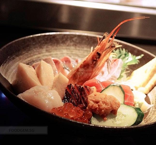 I got tempted to upsize to the premium chirashi don that comes with salmon, tuna, swordfish, yellowtail, scallop, salmon belly, salmon roe, tamago, prawn, sea urchin and one seasonal fish over rice.