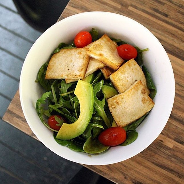 If you are looking for something light and healthy, their Grilled Tofu and Avocado Salad is packed with flavour and nutritions.