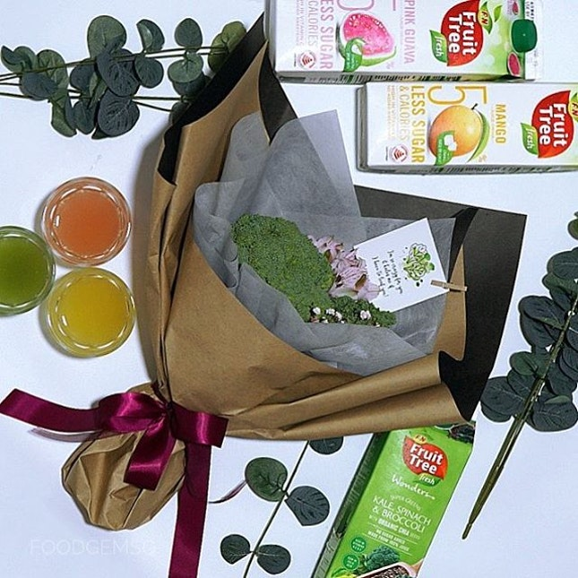 Always feeling guilty from indulging too much CNY goodies :( Time to drink healthy with F&N Fruit Tree Fresh Wonders Super Greens packed with super vegetables and superfood including Kale, Spinach, Broccoli Juice Drink and Organic Chia Seeds.