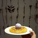 ❤❤❤❤❤❤❤ * Waffle and Taro Ice Cream @dessertprojectsg with @meeyeoyeo @cliffton_jt * Where are you?
