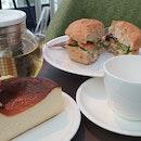 Lunch Set - Beechwood Smoked Salmon Bun With Tea And Basque Cempedak Burnt Cheesecake
