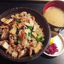 Comforting bowl of mushroom garlic fried rice with hot miso soup for cold days like these #jayellesays #sgeats #burrple #burrplesg #instafoodie #setheats #fatdieme #sgfoodie #sgfood #delish #japfood #colddays #garlicfriedrice #yummy #keppelbay