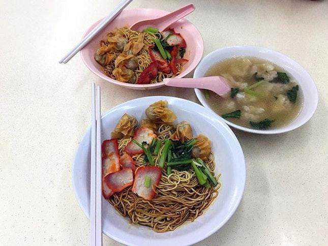 Wanton Mee Personal rating: 3/5 Shop : Fei Fei Wanton Mee Address: 73 Joo Chiat Place (S)427790 (Sin Wah Coffeeshop) Opening: 24HR * * * #foodporn #foodhunter #foodlover #foodpic #food #foodie #foodgasm #foodhunt #igsg #tasty #foodstagram #foodpics #buzzfeast #foodphotography #instafood #foodisfuel #foodshare #foodstyling #foodblogger #eeeeeats #whati8today #burpple #sgfood #f52grams #singapore #wantonmee #noodles #meat