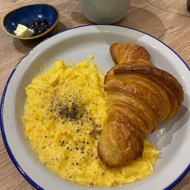 Sourdough Croissant with Scramble Egg