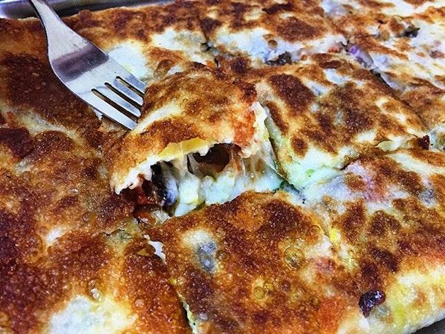 The Ultimate Murtabak (feeds 2-3 pax 💵S$12) : Egg, Mozzarella Cheese, Tandoori Chicken, Portobello Mushroom, Red Onion & Spring Onion.