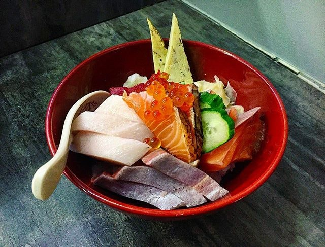 A bowl of Happiness to me is a bowl of Chirashi Don that includes Thick slices of: Salmon 鮭 (Sake), Hamachi 魬, はまち (Yellow Tail), Tuna めばちまぐろ (Maguro), Swordfish 目梶木 (Mekajiki), Scallops 帆立貝, 海扇 (Hotate), Blow Torched Salmon Belly, Egg (Tamago) 卵, 玉子 & Salmon Roe イクラ (Ikura) on a bed of fluffy Sushi Rice.