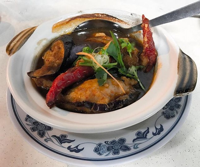 Kok Sen Restaurant 國成球記菜社 - Claypot Yong Tau Foo (💵S$14) 🍲 • ACAMASEATS & GTK💮: The first thing you ask whenever you are at Kok Sen is the availability of their often sold out & elusive Claypot Yong Tau Foo.