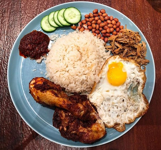 The Coconut Club @thecoconutclubsg - Nasi Lemak Ayam Goreng Berempah (💵S$12)  Coconut Rice, Chicken Leg, Ikan Bilis, Peanuts, Cucumber, Fried Egg and Sambal Chili.