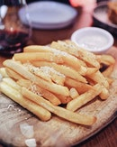 One of the best fries I've had so far • • •  ________________________________  #sgfood #sgfoodies #burpple #instafood_sg #sgcafe #sgig #igsg #exploresingapore  #bonappetit #vscoedit #agameoftones #thecreatorclass #createcommune  #foodvsco #f52grams #eeeeeats #huffposttaste #onthetable #buzzfeast #forkyeah #getinmybelly  #tastethisnext #eattheworld #foodandwine  #feedyoursoull #eatfamous #tastingtable #bestfoodworld #beautifulcuisines #dailyfoodfeed