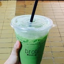 Broti Thai Green Milk Tea [$4] 🍵 The joy of going to Pasar Malam is not just about buying affordable food but discovering new, innovative and creative presentation of common and underrated foods.