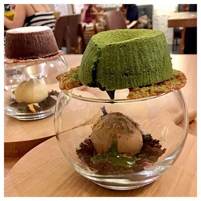 Matcha Avalanche 🍵 This creative presentation of matcha dessert is happiness to someone who enjoys anything matcha a lot!