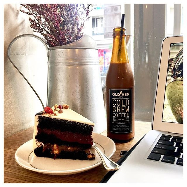 Chocolate, Raspberry, Salted Caramel Cake 🍰 with Cold Brew Coffee Creamy White ☕️ This café is one of my favourite places to stay for an hour or two.