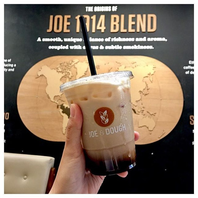 Iced Mocha 🍫☕️ This liquid-liquid separation effect of chocolate and coffee is aesthetically and scientifically amazing!