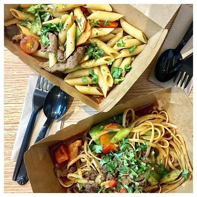 Beef Stir Fry on different pastas 🐮🍝❤️ You can never go wrong with beef and pasta.
