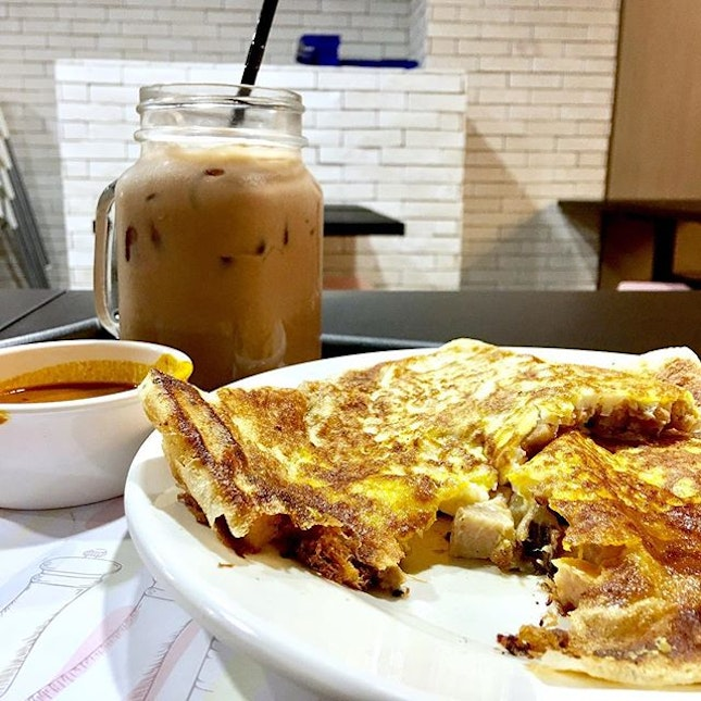 D103 Luncheon Meat & Floss Prata 💕 I was curious and tried this newly opened food outlet in Tampines Mall.