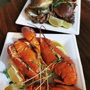 🍽: Boston lobster (Canada) and brown crab (Ireland) • Price: $48 (2 pieces) and $25 (2 pieces) • 🚇: Bayfront • Meet my friends with benefits.