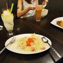 First meal in JB🍴 Lesson learnt never go into hongkong cafe, we were spoilt for choice 😅 took 15mins to decide..