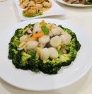 Braised Broccoli with Scallops