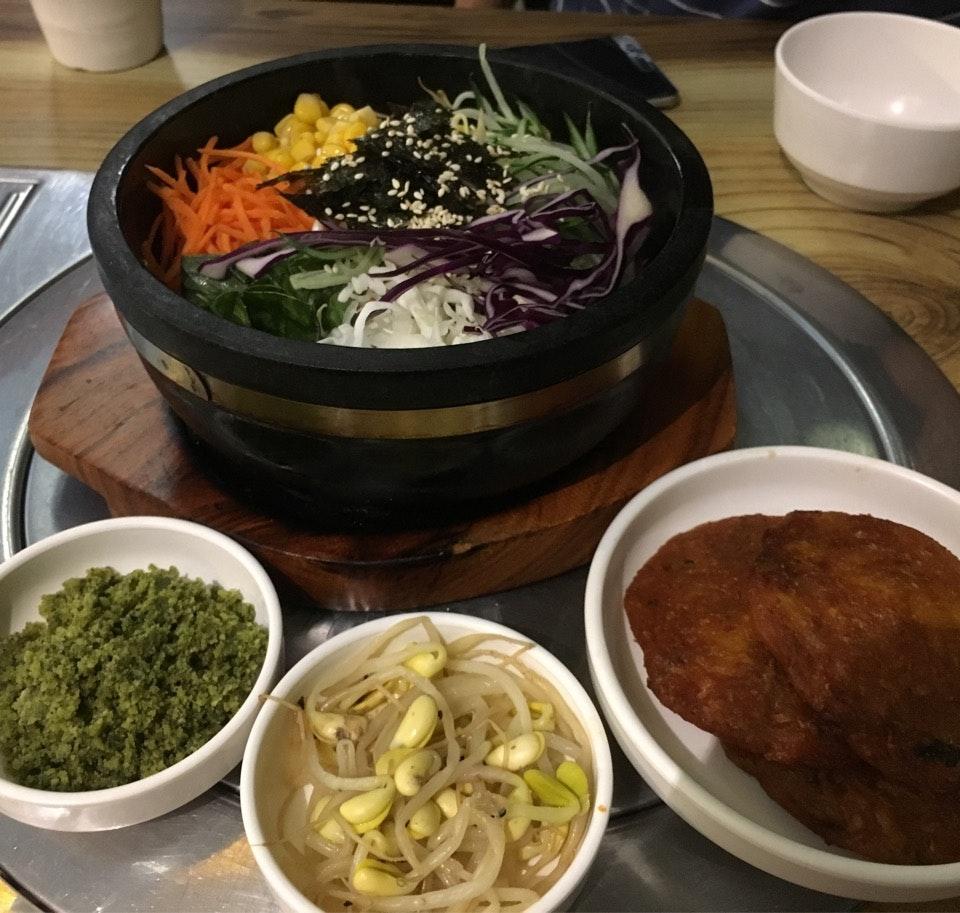 Healthy Vegetarian Dolsot Bibimbap