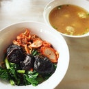 a bowl of very good wanton mee ;) 🍜😋💑💁🏻💋😋😋 #sengswantonnoodles #bedokmarketplace #thebedokmarketplace #simpangbedok #wantonmee #melfclar #noodles #bedok