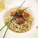 Still nice but I think the scallops abit overcooked :D 🍝  #dtccsg #thecoffeeconnoisseur  #sgcafefood #pasta #scallops #aglioolio #lunch #epochtimesfood