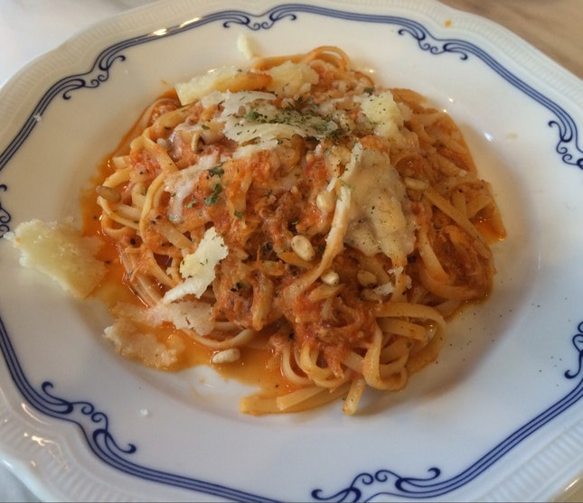 Crabmeat Linguine With Pine Nuts
