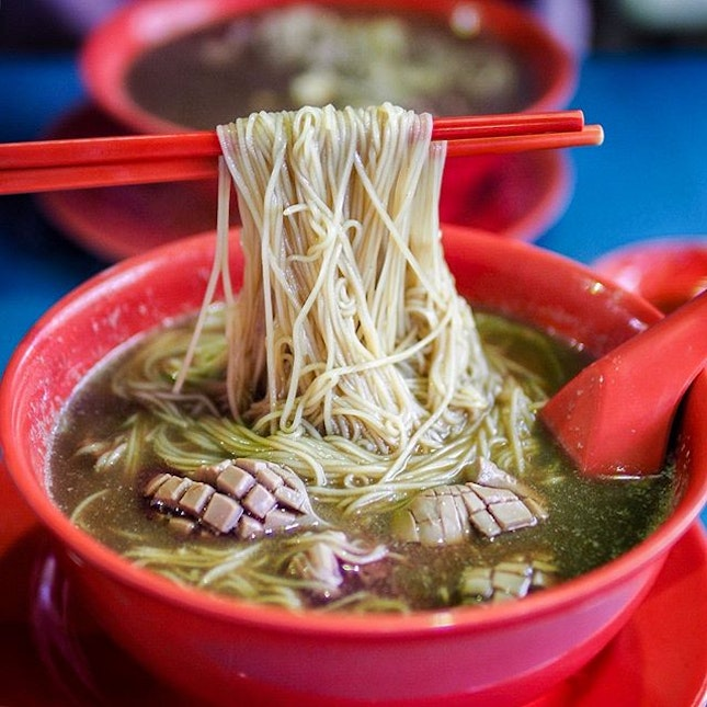 A bowl of mee sua in pipping hot herbal broth, with extra kidneys!