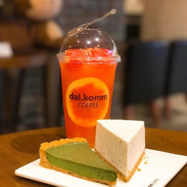 Honey Grapefruit [$8.90] Earl Grey Cheesecake [$8.50] Matcha Pie [$8.00]  The drink was pleasantly sweet and grapefruity💕 The moment I had my first sip, I could immediately understand why it's one of their signature and popular drink😍 Earl grey cheesecake tasted light/decent but didn't enjoy the soft gelatine like texture..