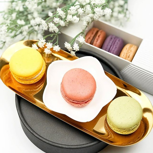 Macarons [S$2.00/pcs] ・ I have macaron cravings close to a fortnightly frequency (Sis thinks it's an obsession🤣) Featuring all 6 macaron flavours from @MyLavenderMyLife at @JewelChangiAirport ⌯ Citron ⌯ Dark Chocolate ⌯ Earl Grey ⌯ Espresso ⌯ Matcha ⌯ Strawberry ・ Flavour wise, all are pretty good except Strawberry which tasted extremely artificial..