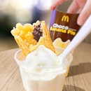 Choco Banana Pie+Sundae [S$1.70+S$1.90] ・ Enjoying @McdSG's Choco Banana Pie to the fullest with the pairing of vanilla ice cream😍 ・ Waterway Point 83 Punggol Central  #B2-07/K4 Singapore 828761 ・ #Burpple #FoodieGohPunggol ・ ・ ・ ・ #tslmakan #instafood_sg #food #yummy #foodstagram #foodgasm #sgfoodies #sgfoodie #foodsg #singaporefood #whati8today #sgfoodporn #eatoutsg #8dayseat #singaporeinsiders #singaporeeats #sgfoodtrend #sgigfoodie #thisisinsiderfood #foodinsingapore #foodinsing #followme #follow #chocobanana #vanilla #dessert #mcdonalds