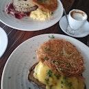 #brunch #iloveweekends #happygirl #foodporn #foodcoma #burpple #bigbreakfast #smokedsalmoneggsbenedict #delicious 😍😍😍☕☕☕