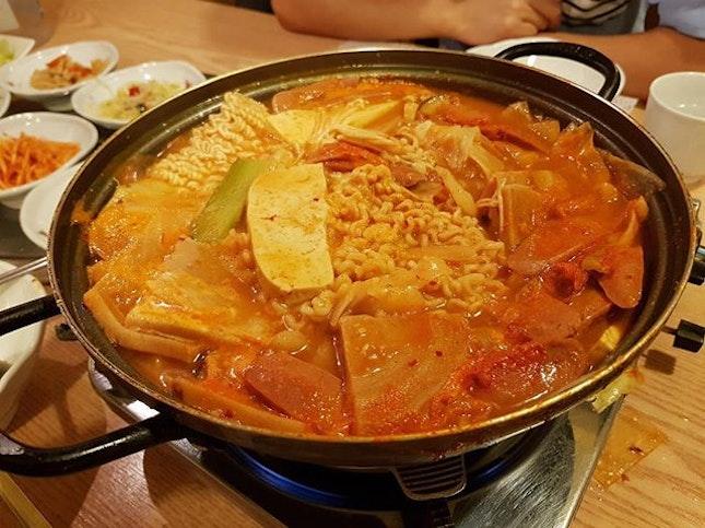 BuDae JjiGae 🔥🔥🔥 #budaejjigae #steamboat #koreanfood #koreanstyle #ramen #foodie #foodporn #foodiegram #finedining #tanjongpagar #nightout #weekend #exploresingapore #burpple #burpplesg