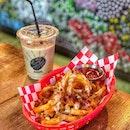 Coffee Break : : #thailand #th #thai #bangkok #bkk #thaifood #food #foodie #foodies #burpple #foodporn #instafood #gourmet #foodstagram #yummy #yum #foodphotography #coffeetime #coffee #break #coldbrew #fries #bacon #cheese #thecommons #thecommonsbkk #thonglor