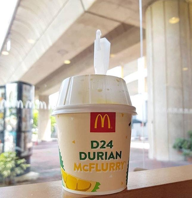 Taste like a soft serve version of Durian Potong #notworthit::#singapore #sg #igsg #sgig #sgfood #sgfoodies #food #foodie #foodies #burpple #burpplesg #foodporn #foodpornsg #instafood #gourmet #foodstagram #foodphotography #nofilter #mcdonalds #mcdonaldssg #durian #d24 #mcflurry #sweet #dessert #desserts #icecream #softserve