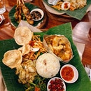 Here's another shoutout to the best Balinese restaurant around PJ - excelling in various style from pork to seafood and chicken 💯 Not to mention the unconventional pork satay 😉 •  Absolute promising platter to fill your appetite, especially their amazingly various sweet and spicy sambal bits, thinly cut potato crips, 2 types of Balinese style vegetables #highlyRAEted •  PS: They back and available for dine in service !