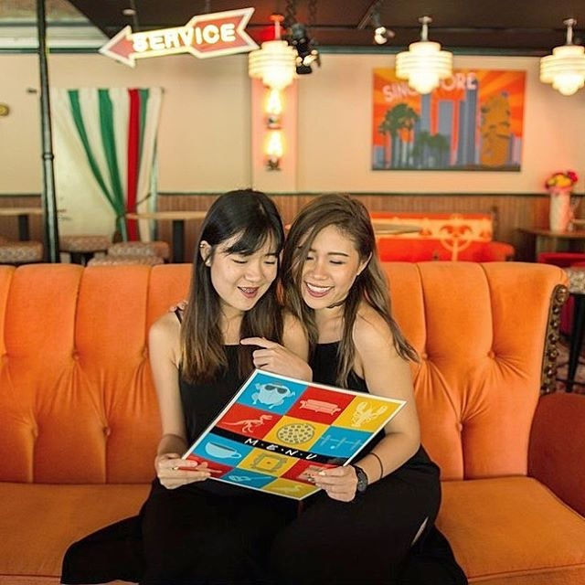 [New review] *Central Perk Review: First F.R.I.E.N.D.S Cafe In Asia Opens At Clarke Quay* ~ Think you recognise this couch?