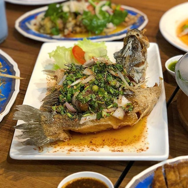 Other than frying the fish until it is crispy but juicy, to me the soul of the Waterfall Seabass comes from savouring the meat with a dab of their special Thai spicy sauce drizzled over the dish.