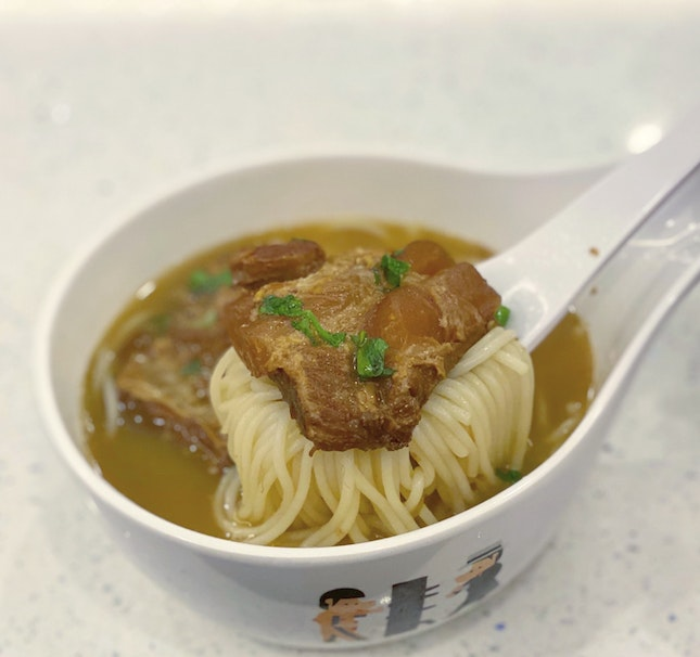 Kagoshima-style Braised Pork Cartilage in Fish Soup with Mixian