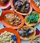 Comfort food 😌 #curryrice #tiongbahru #sgeats #jiaklocal #sgfood #igsg #sgfoodie #exploresingapore #burpple #burpplesg #tslmakan #stfoodtrending #whati8today #onthetable