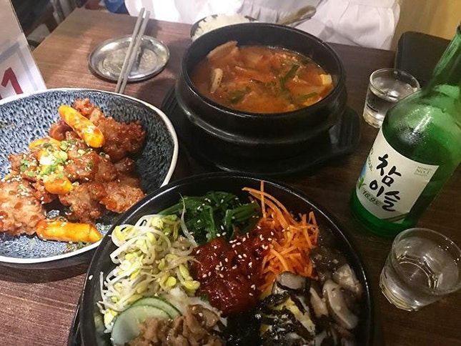 ~ lunch/dinner ~  Price: ~ $15 per pax  Korean restaurant located at B1 of Cathay, from far the interior looks like an Indonesian restaurant, hidden behind the pillars.