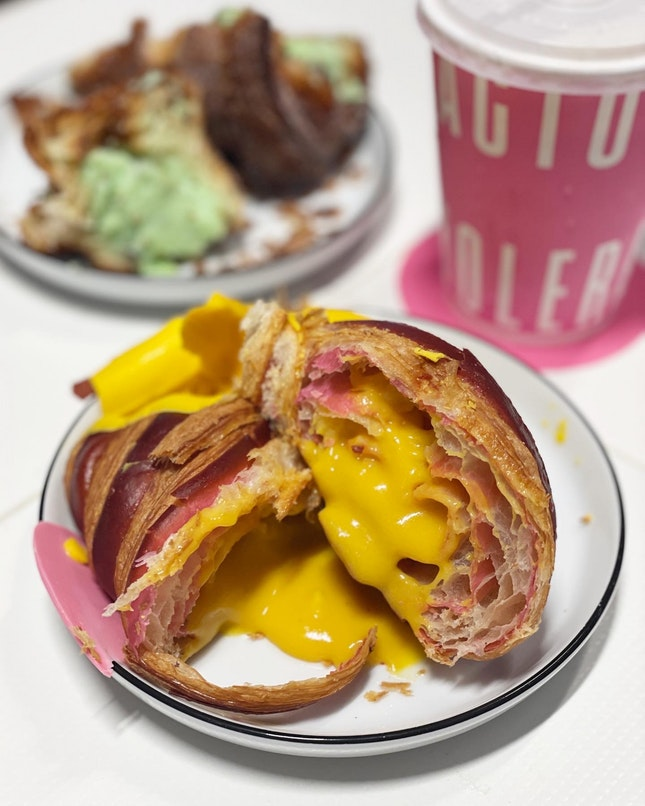 FAMOUS HOLMES CROISSANT AND CRUFFIN