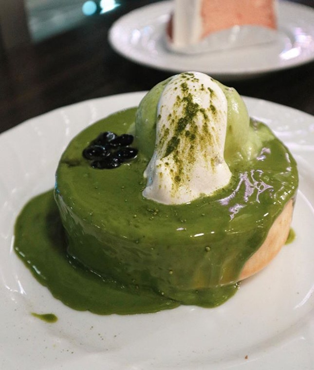 It was written Matcha Pancake Souffle Style but I was immediately disappointed when its texture wasn't like a souffle at all.