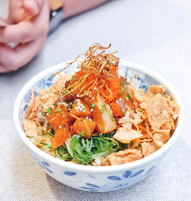 Salmon Yu Sheng Bowl for a bright sunny Wednesday!
