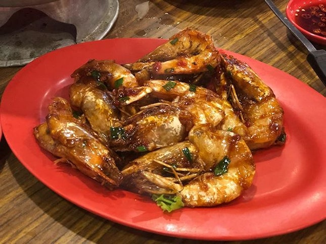 •Fried Soya Prawns• 🦐🦐😋👍🏻💯‼️ Ratings: 9.5/10 Comments: deliciously cooked Wah lok style prawns that's fresh and tender, strong and umami flavour from the wok hey & soya sauce which makes the whole dish perfect!