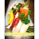 A good catch up session with @sayra_neem @hanna_saidin over #japanese #food #sashimi #foodporn