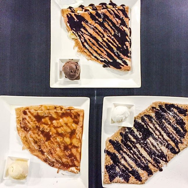 Yesterday's dessert after SELA at Entre-Nous Creperie, along Seah Street.