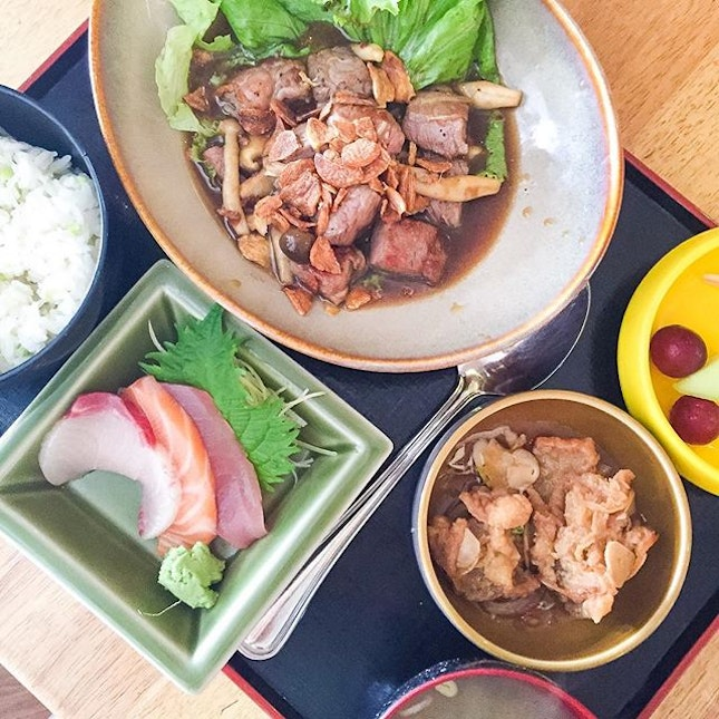 Couldn't decide which Japanese restaurant at Turf City to have for lunch so we settled for Restaurant Hoshigaoka by JP Pepperdine, as their lunch sets are more affordable.