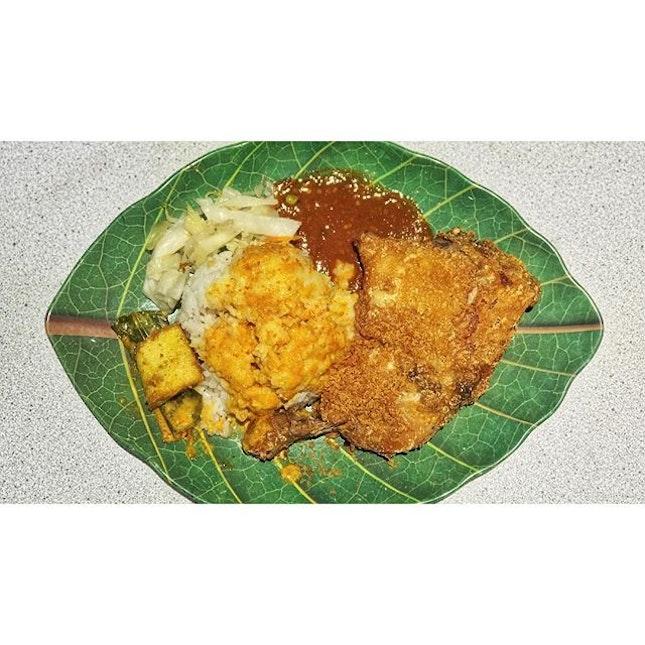   🍗 I love my Ayam Penyet Huge and Crispy 。 ...