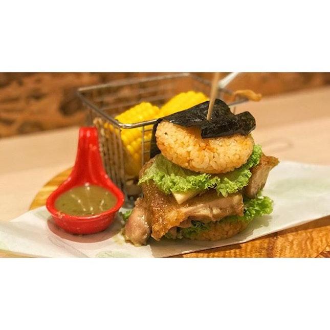 | 🍔 Green Curry Chicken Burger ?!...